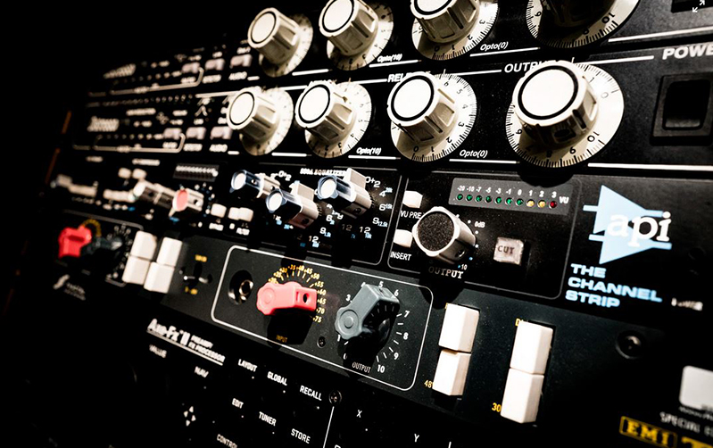 waverb-italia-neuromarketing-sound-branding-marketing-production-music-publishing-labe